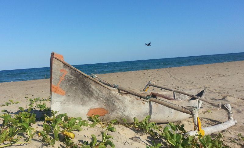 la piroga da pesca tipica della costa del Mozambico