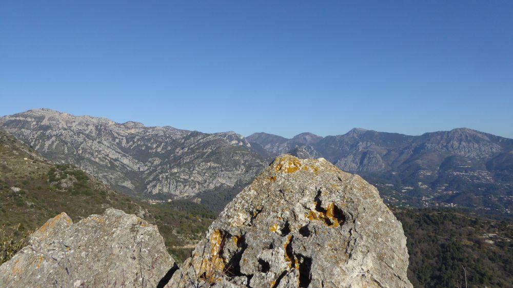 La corona delle Alpi Marittime appena passato il confine italiano